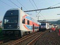 Boky obou vlaků se k sobě přiblížily na méně než metr.
