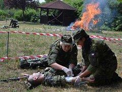 Seniory v Krásném Březně navštívili vojáci.