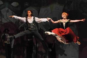 Zážitek slibuje baletní premiéra v Ústí. Na snímku Vladimir Gončarov a Michaela Procházková.