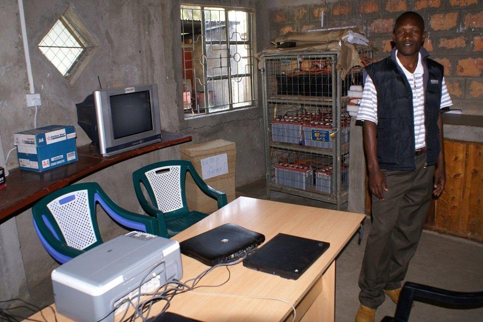 V Katčině učebně se místní učí pracovat s počítačem a také tu mohou používat internet.
