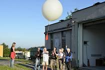 Po sto letech od objevu kosmického záření vypustili muzejníci a meteorologové sondu do stratosféry.
