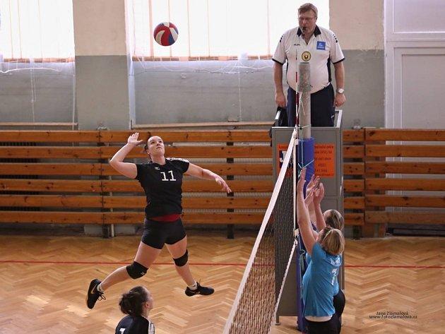 Volejbalistky Slovanu (černé) si poradily s Libercem.
