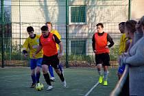 Futsalové soutěže jsou na jaře v plném proudu. Na fotografiích proti sobě bojují FSC Tygříci a FC Barcelona UL.