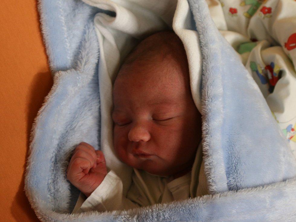 Lukáš Hnilička se narodil Žanetě Strmiskové z Povrlů 22. října v 6.52 hodin v Ústí nad Labem. Měřil 52 cm, vážil 3,6 kg