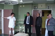 Poslanec za Ústecký kraj Jiří Paroubek (NS-LEV21) v rámci poslaneckých dnů zavítal do kadaňské nemocnice.