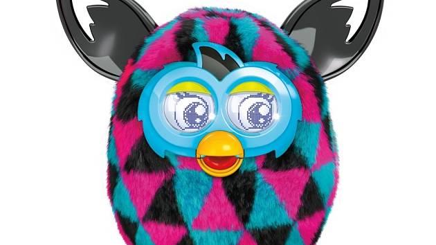 Furby. Robotická hračka, které formujete osobnost.