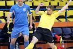 Rapid Ústí (žlutočerní) přemohl po dramatické bitvě FK Kladno (modří) těsně 4:3