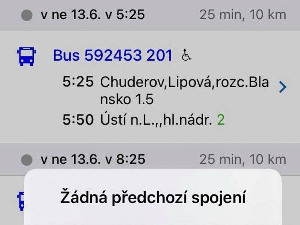 Čerstvě obnovená zastávka Chuderov, Lipová, Blansko, rozcestí se nachází na silnici mezi Lipovou a Libovem.