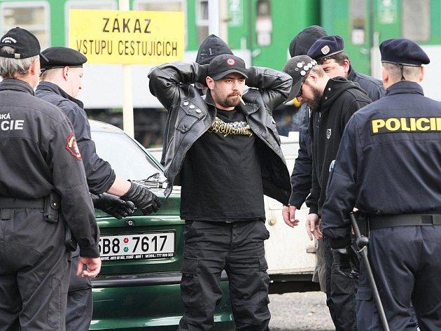 Ústí se chystá na pochod. Policisté budou od rána kontrolovat příjezdy do města.