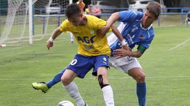 Egon Vůch (ve žlutém) je jedním ze tří teplických hráčů, kteří byli údajně vyslýcháni.