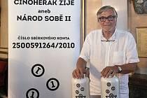 Patronem sbírky je herec Jiří Bartoška.