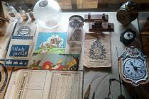 Až do 18. července mohou návštěvníci Muzea v přírodě Zubrnice v domě z Loubí obdivovat na 250 nových sbírkových předmětů, které se podařilo v roce 2020 muzeu získat do svých sbírek.