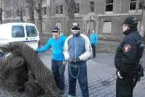 Zadržení muži.