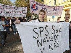 Studenti Střední průmyslové školy Resslova 5 vyrazili do ulic.