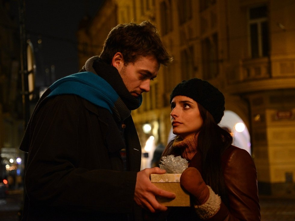 Láska a city vůbec. A také tajemství, záhady, překvapení. I to jsou témata filmu, načasovaného na advent roku 2013.