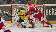 Ústečtí hokejisté (žlutí) doma vysoko prohráli s Prostějovem.