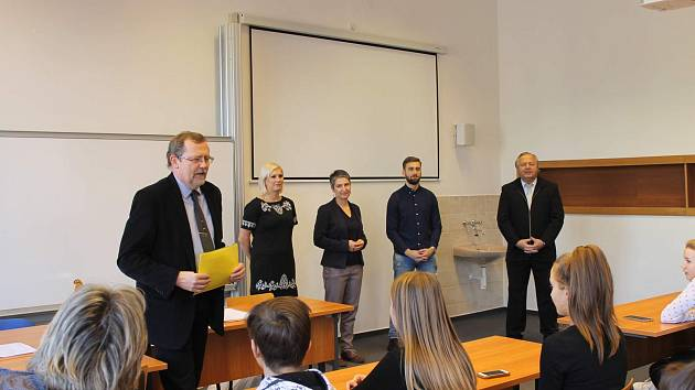 Mladý ekonom na FSE připravoval Dedečkovy narozeniny. Foto: Archiv UJEP