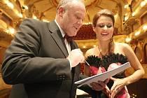 Z Ústí pocházející herečka divadla Semafor Jolana Smyčková s ředitelem SDOB Tomášem Šimerdou.