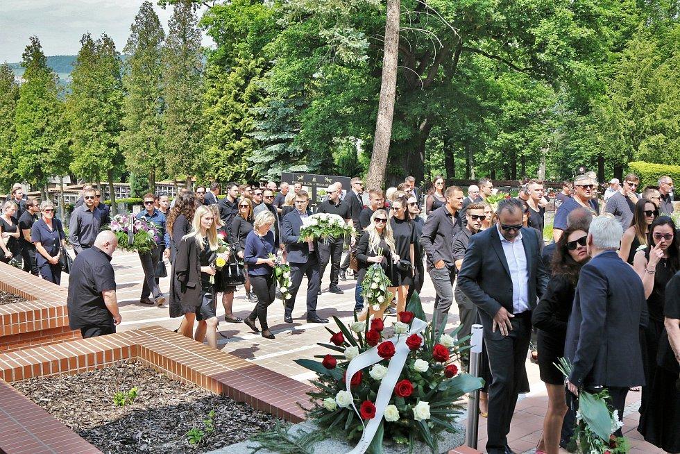 V Ústí nad Labem proběhlo v pátek 4. června poslední rozloučení s bývalým hokejistou Markem Trončinským.