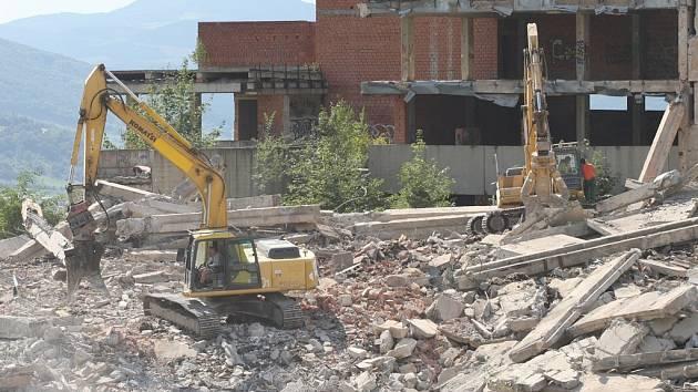 Demolice sektorového centra v roce 2009.