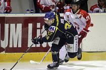 Ústečtí hokejisté (tmavé dresy) prohráli v Olomouci 2:5.