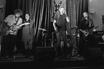 Skupina Blue Rocket má velké plány, i točit album. Ale moc s ním nespěchá.
