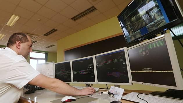 Hlavní dispečerské pracoviště pro řízení provozu vlaků v Ústí a okolí.