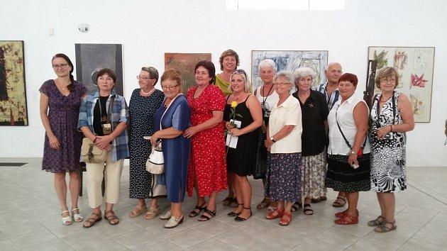 Posluchači Univerzity 3.věku UJEP mají vGalerii moderního umění vRoudnici expozici Na zámku.