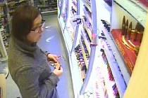 Žena podezřelá z krádeže.