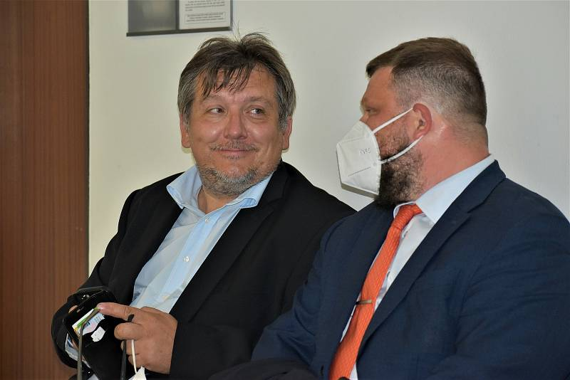 Jiří Janeček (vlevo) s advokátem Lukášem Bohuslavem.