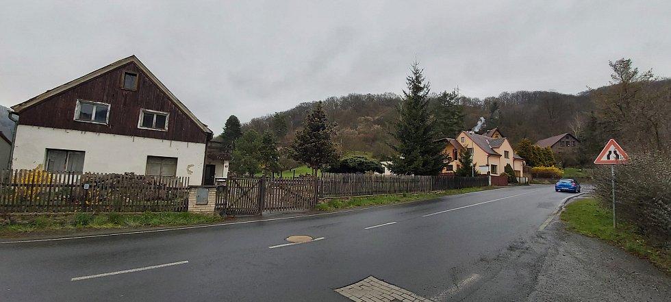 Malé Březno je malá obec o zhruba 515 obyvatelích u hranice s Děčínskem, na střekovské straně Labe. Její součástí je obec Leština. Snímky z procházky obcí.