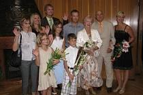 """Po padesáti letech společného soužití jako manželé si přišli zopakovat  své """"Ano"""" před oltářem manželé Vernerovi."""