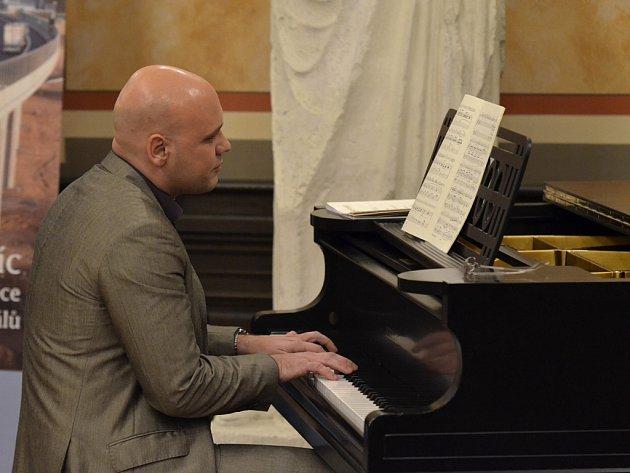 Michal Mašek, klavírista a pořadatel koncertu.