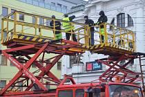 Trolejbusy v centru stojí. Oprava trolejového vedení potrvá do odpoledne.