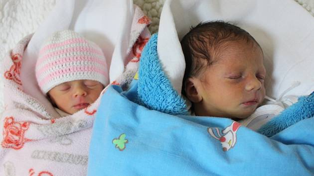 Jakub a Adéla Cidlinovi se narodili 18.12.2016 (7.41 a 7.44) Martině Cidlinové. Jakub měřil 49 cm, vážil 2,48 kg, Adéla měřila 44 cm, vážila 1,83 kg.