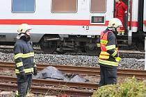Mezinárodní vlak EC 175 srazil u Lovosic dva dělníky. Ti na místě svým zraněním podlehli.