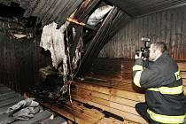 Vyšetřovatelé z ústeckého hasičského sboru zjišťují, co bylo hlavní příčinou požáru v sauně Městských lázní. V potírně začalo hořet dřevěné obložení sauny.