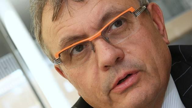 Předseda Hospodářské komory Vladimír Dlouhý.