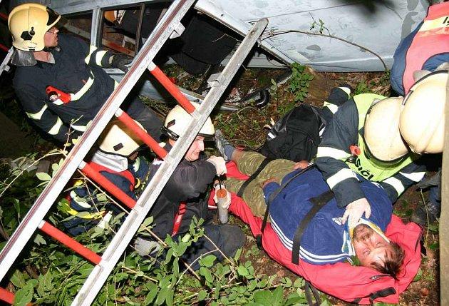 Zásah ústeckých a petrovických hasičů u fiktivní nehody
