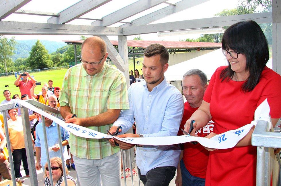 V květnu 2018 došlo na slavnostní otevření nově zrekonstruovaného stánku TJ Mojžíř. Pásku přestřihla také Yveta Tomková