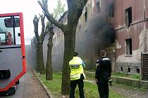 Požár v ulici Na Nivách.