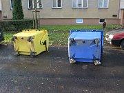 Vichřice si pohrávala s popelnicema ve Všebořicích.