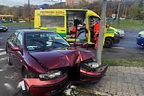 Auto v Ústí nad Labem narazilo do sloupu