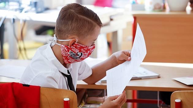 Většina jihomoravských dětí se zatím do školy vrátit nemůže. Chybí jim motivace i pohyb. Mnoho z nich se teď potýká s nadváhou, mají problémy s páteří a horší se jim zrak.