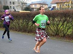 Bosoběžec Tomáš Zahálka absolvoval pětku v sukni.