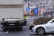 Nehoda u Fora zaměstnala policisty.