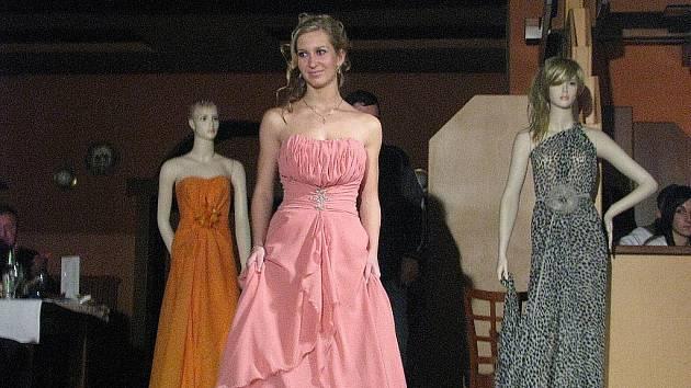 FOTOGALERIE  Svatební šaty zaplavily Panoramu - Teplický deník 210a83c0f5