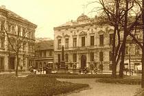 1900: Maternova, dnes Lidického náměstí, je tu dům Ressource z roku 1885, za II. světové války sídlo NSDAP, zničeno v dubnu 1945 při náletech.
