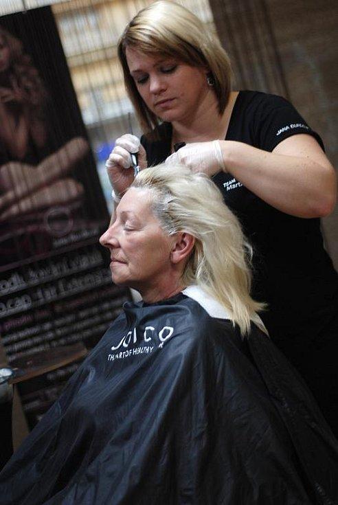 Martina Zralá mění Pavlíně barvu vlasů.