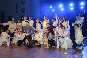 Maturanti z Gymnázia Jateční si v sobotu užili ples.